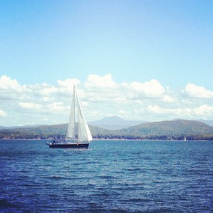 Sail away... September on Lake Champlain (via virtualdavis)
