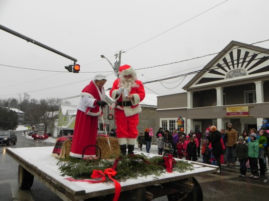 . Mr. and Mrs. Claus, aka Claudia and Dean Caveny arrive in Essex.