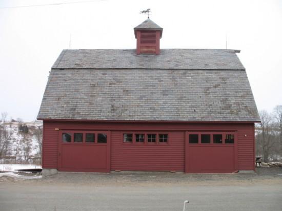 Bank barn at Full and By Farm: pick up shares inside. (Credit: Sara Kurak)