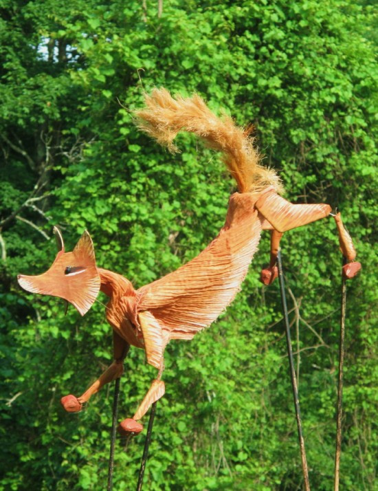 Fox puppet in THE DANCING FOX. (Credit: Mettawee Theatre Company)