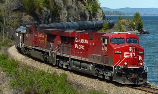 Join LCC and partners at the Oil Train Community Forum on 8/28/2014 from 7-9 PM. (Photo by Kevin Burkholder/Eastern Railroad News.)