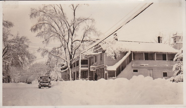 Snowy Main Street & Essex Inn (Credit: Unknown; Shared by Susie Drinkwine)