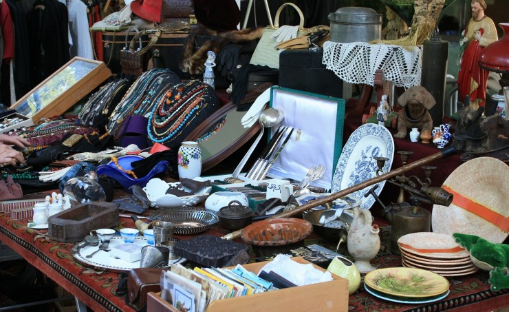Flea Market/Yard Sale Items (Credit: Pixabay)