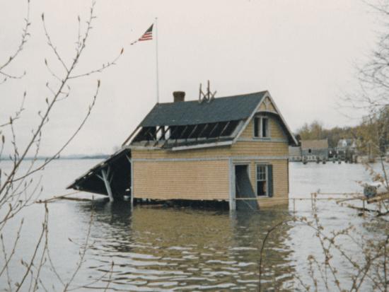 Rosslyn boathouse underwater in 1983. (Source: Dianne Lansing via Rosslyn Redux)