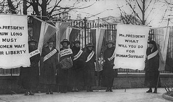 Suffragettes Picketing White House. (Credit: Library of Congress)