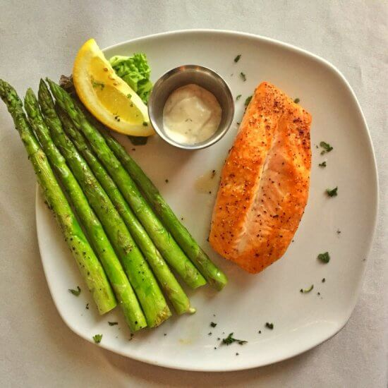 Chez Lin & Rays: grilled salmon and asparagus (Source: Geo Davis)