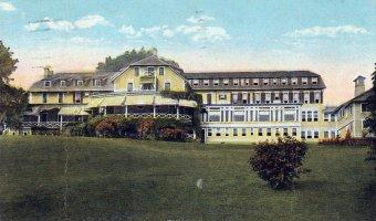 Vintage Postcard: Westport Inn (Cropped)